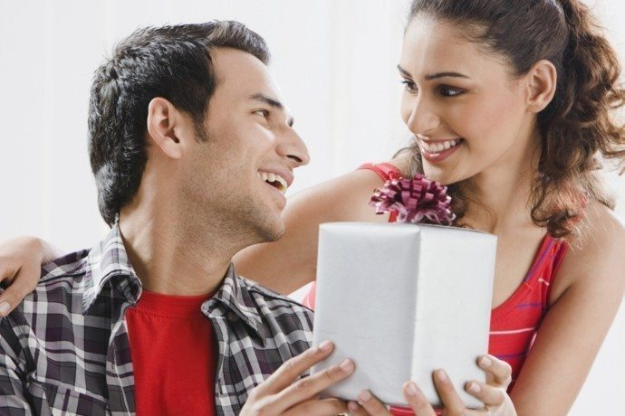 7 Everyday Gifts That Keep Love In A Relationship