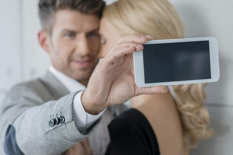 Narcissists, Social Media And Relationships – Study